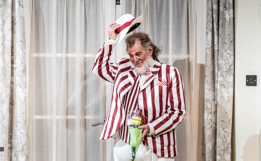 Robert Hayward - Sir John Falstaff   Photo © Clive Barda}