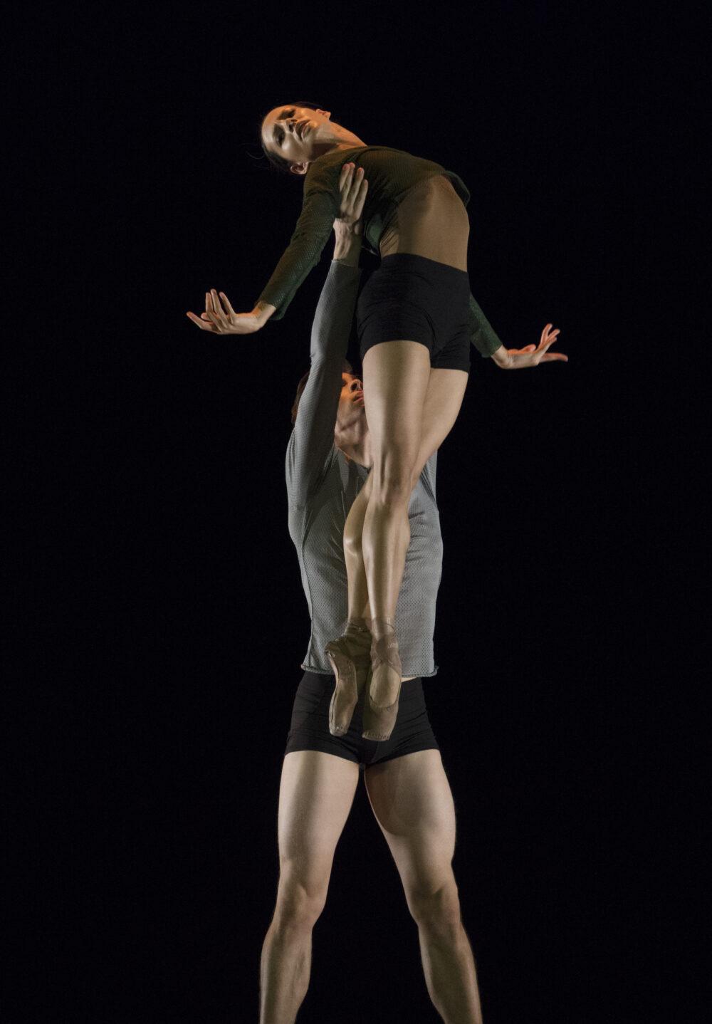 rancesca Hayward - The Royal Ballet | Calvin Richardson - The Royal Ballet | A duet from Borderlands | Choreography - Wayne McGregor | Photo © Ravi Deepres/Alicia Clarke}