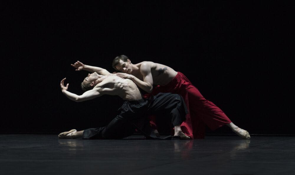 Calvin Richardson - The Royal Ballet | Matthew Ball - The Royal Ballet | A duet from Obsidian Tear | Choreography - Wayne McGregor | Photo © Ravi Deepres/Alicia Clarke}