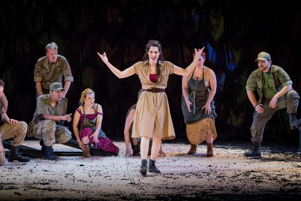 Na'ama Goldman - Carmen | The Grange Festival Chorus | Photo © Robert Workman}